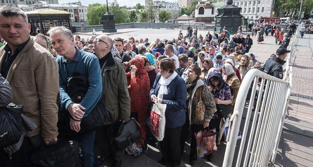 За три дня мощам Николая Чудотворца поклонились 48 тысяч верующих