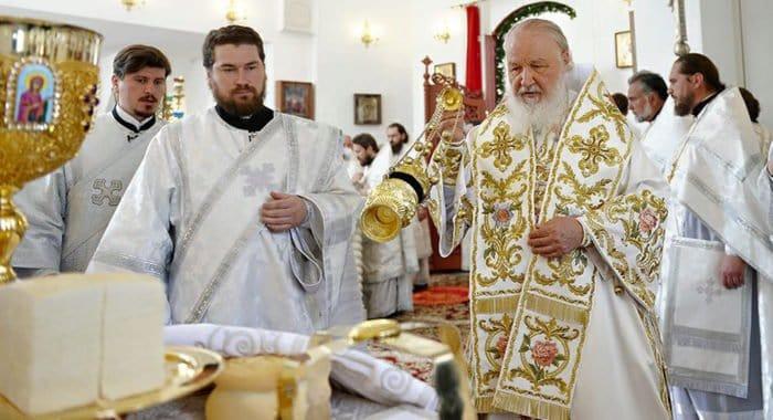 Патриарх Кирилл помолился о жертвах урагана в Москве