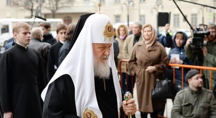 Патриарх Кирилл помолился в Петербурге о жертвах теракта в метро