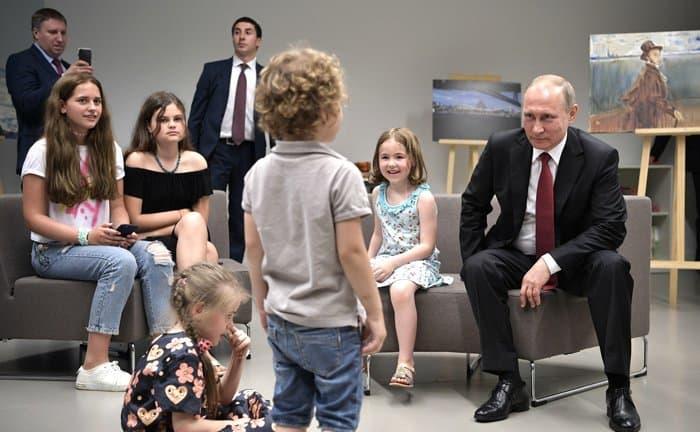 Путин посетил встолице франции духовно-культурный центр
