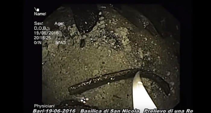 Видео извлечения части мощей Николая Чудотворца из крипты в Бари