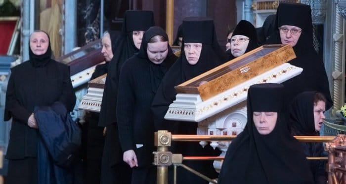 Церковь никогда не умаляла роли женщин, - митрополит Иларион