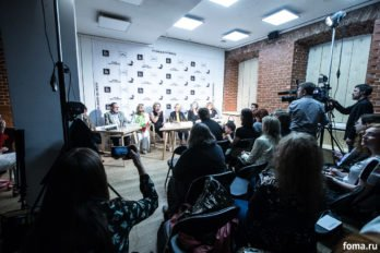 2017-06-19,A23K4642, Москва, Театр Наций, выставка Тарковского, s_f