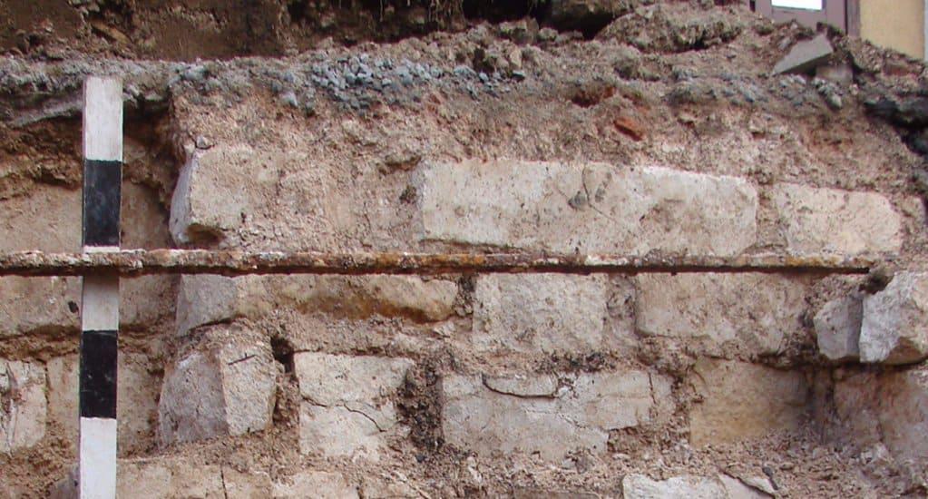 Фундаменты четырех древних храмов нашли в центре Москвы