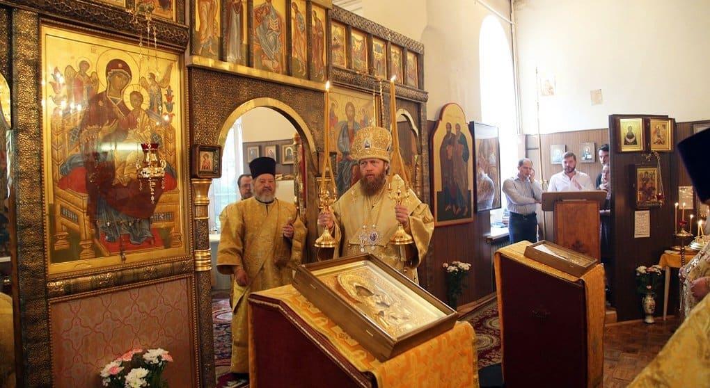 Впервые за сто лет в храме при госпитале Бурденко епископ совершил Литургию