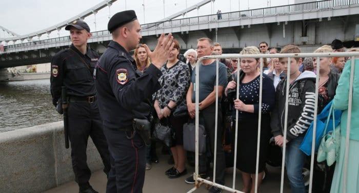 Паломников из Москвы и области призвали посещать мощи Николая Чудотворца в будни