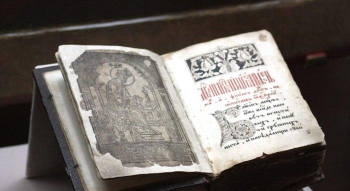 Уникальная Псалтирь XVI века вернулась в родной для нее Александров