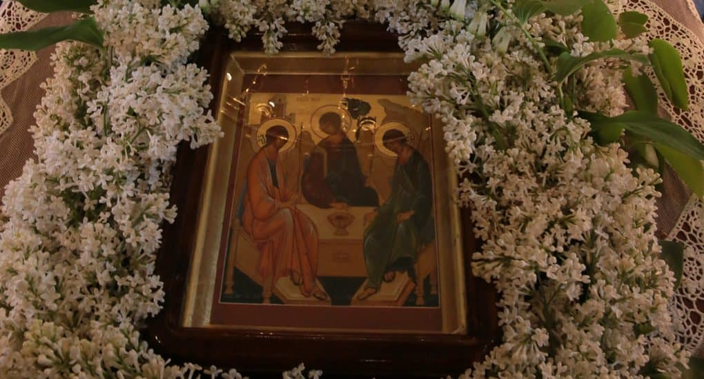 Почему до Троицы нельзя делать земные поклоны?