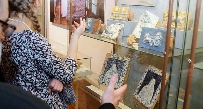 Русские изразцы XVI-XIX веков покажут в музее Андрея Рублева