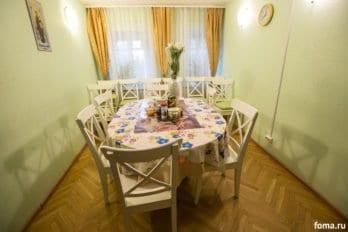 Столовая комната в Доме для мамы