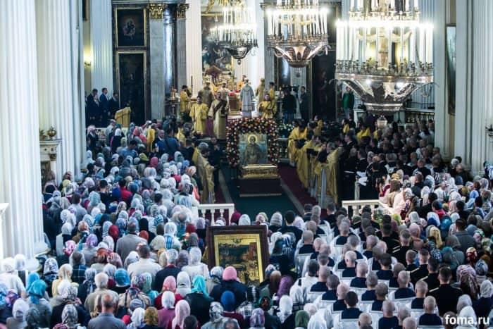 Петербург встретил мощи святителя Николая Чудотворца