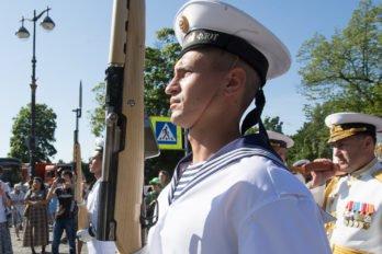2017-07-27,A23K4543 Питер, Кронштадт, Принесение мощейУшакова, s_f