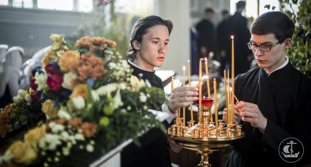 Как подарить храму свечи?
