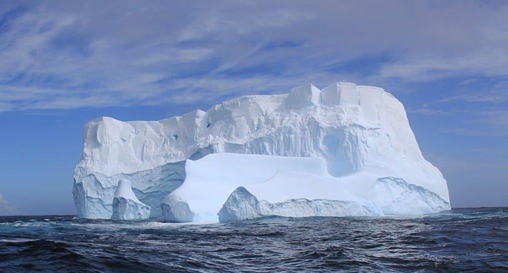 От Антарктиды откололся айсберг весом в 1 триллион тонн