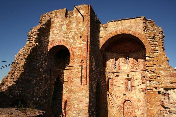 «Стенгазету» XII века из 49 граффити нашли в Новгороде