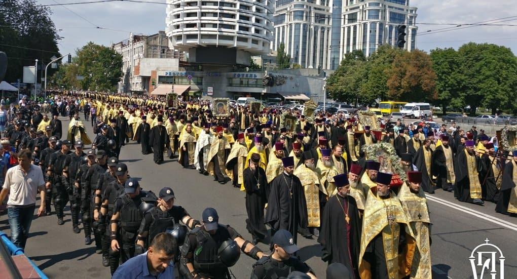 Около 100 тысяч верующих прошли по Киеву в честь Крещения Руси