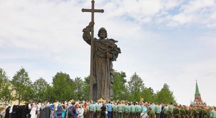 Из Кремля к святому Владимиру: День Крещения Руси в Москве
