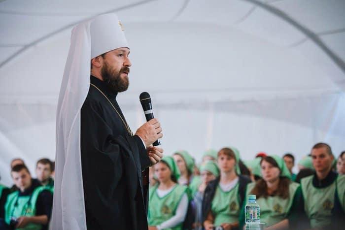 Митрополит Иларион рассказал молодежи о сути подвига апостолов Петра и Павла