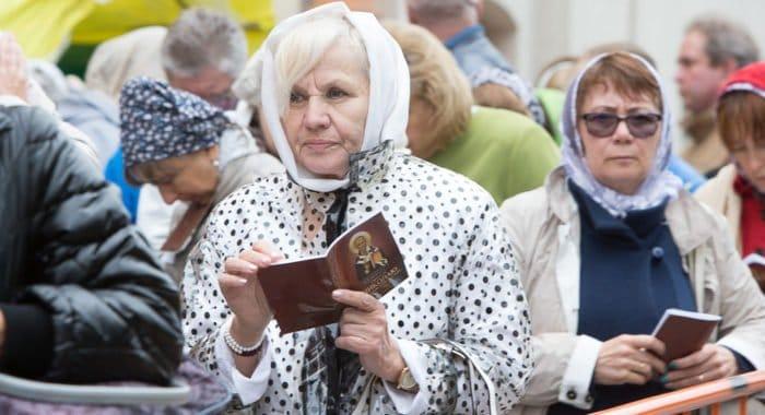 Почти 2 миллиона верующих поклонились мощам Николая Чудотворца