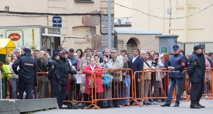 Паломникам к мощам Николая Чудотворца помогут найти забытые вещи