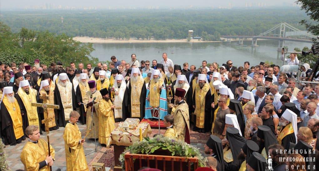 Митрополит Онуфрий призвал в день Крещения Руси особо помолиться за Украину