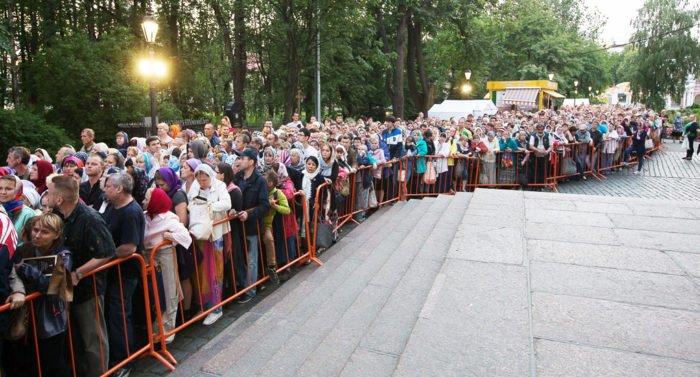 Последний день поклонения мощам святителя Николая в России