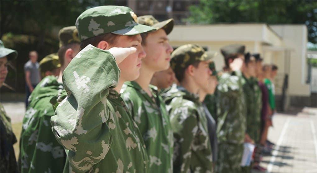 Российские военные получили благотворительную подписку на «Фому»