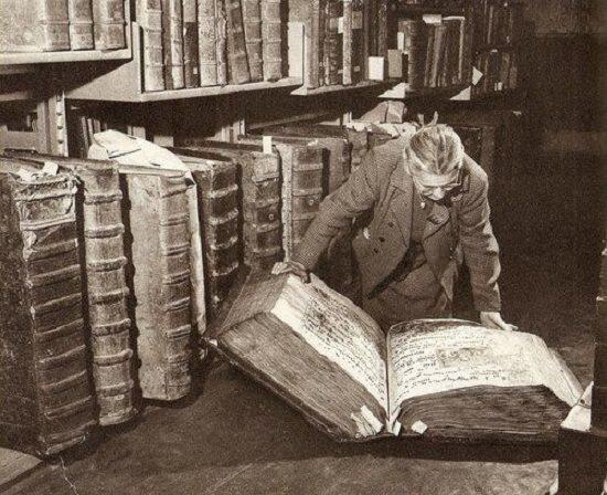 Дмитрий Бак: Почему я никогда не променяю бумажную книгу на электронную читалку