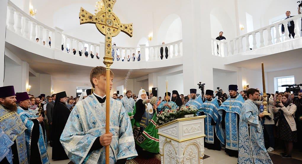 Патриарх Кирилл освятил Георгиевский храм в Ярцеве