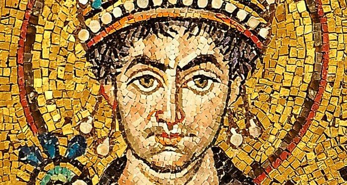 Золотую подвеску с изображением святого Юстиниана нашли в Англии