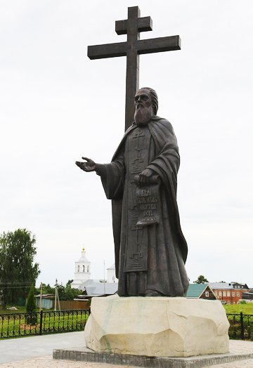 Памятник святому Макарию Желтоводскому открыли у родной для него обители