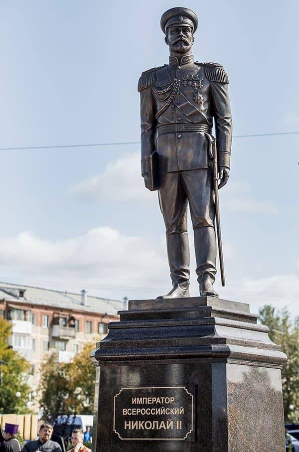 Памятник царю Николаю II открыли в Ленинске-Кузнецком