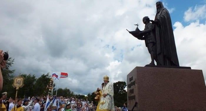 Памятник юному Феодору Ушакову открыли в Ярославской области