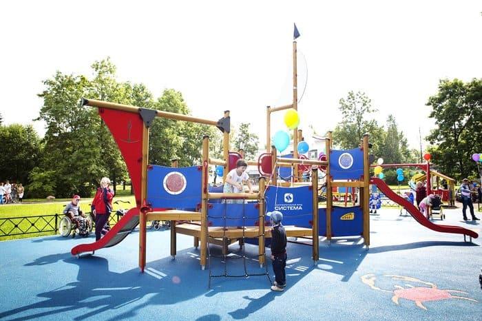 Особым детям Павловска подарили детскую площадку
