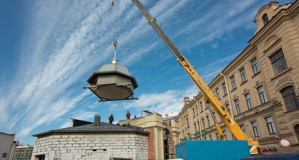 Реконструируемую часовню на Сенной площади украсил купол с крестом