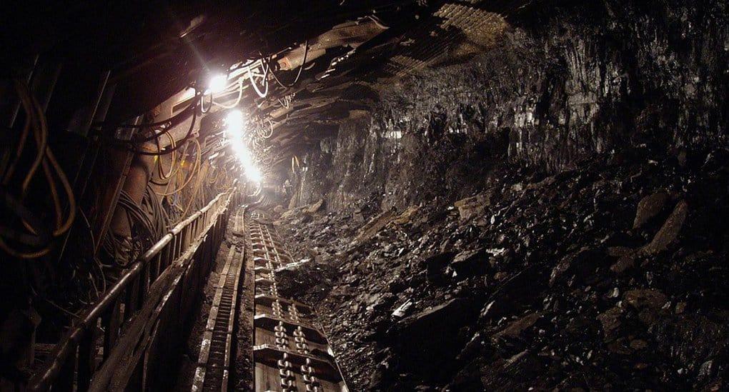 Священники молятся о спасении заблокированных под землей в Якутии шахтерах