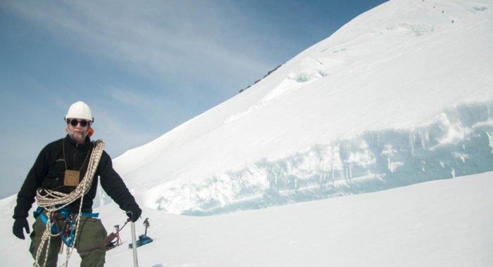 Священник впервые покорил самую высокую гору Сибири
