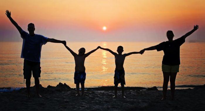 Почему Бог не может сделать всех людей счастливыми?