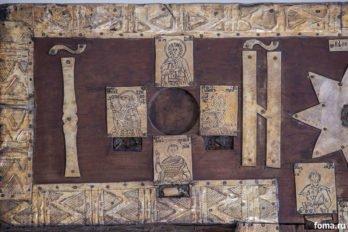 Икона и мощи мученика Христофора (изображен с головой лошади)