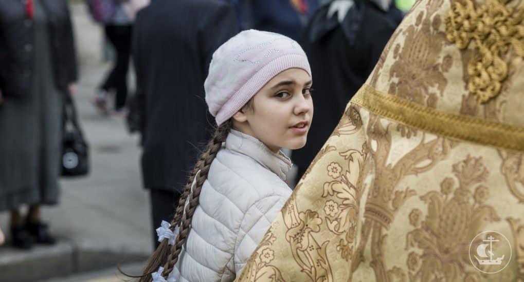Можно ли стать крестным в 15 лет?