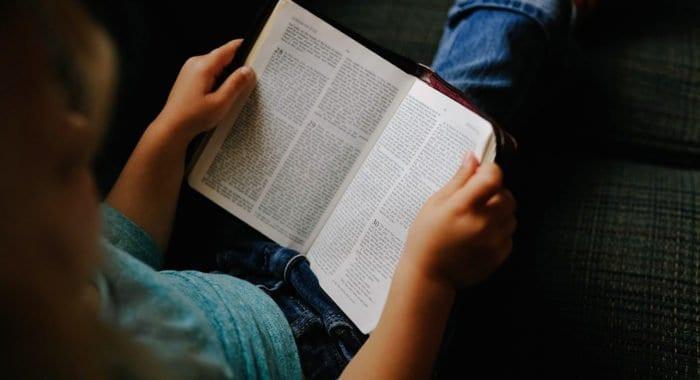 Библию мне открыли в школе, - учитель из Германии