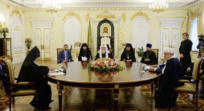 При участии патриарха Кирилла подписана декларация об урегулировании конфликта в Нагорном Карабахе
