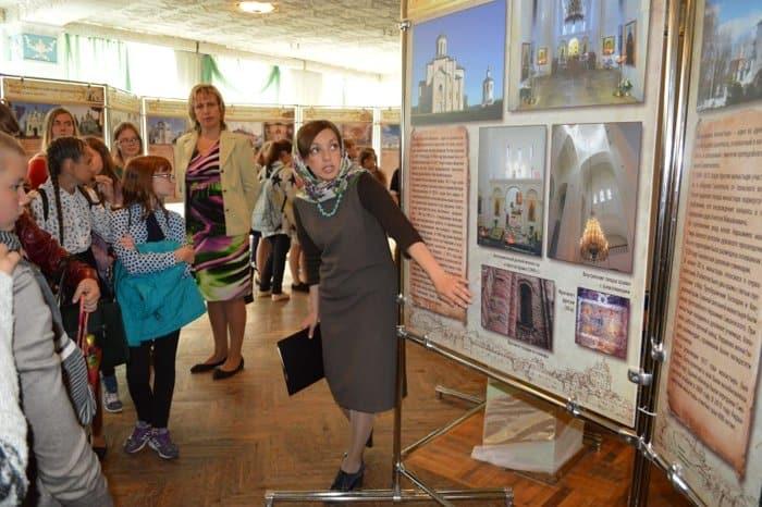 Передвижная фотовыставка рассказывает о храмах Беларуси и Смоленщины