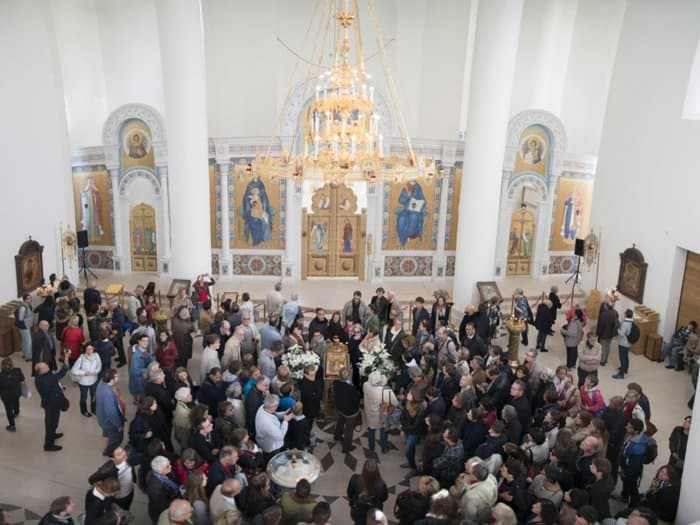 Французы часами стояли в очереди, чтобы попасть в русский храм в Париже
