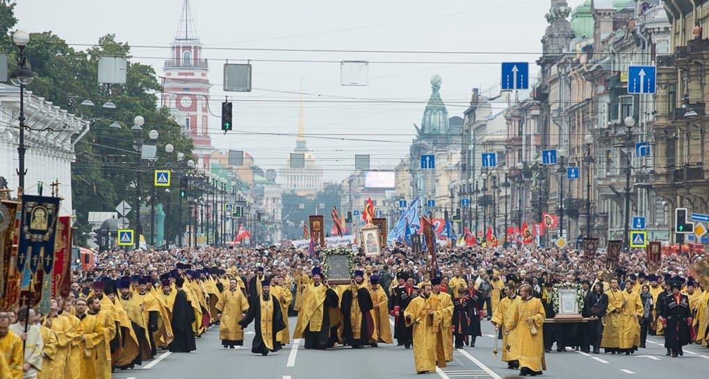 Около 100 тысяч петербуржцев прошли крестным ходом в честь Александра Невского