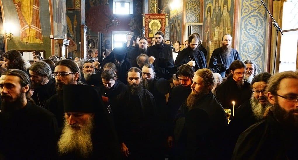 Архиерейский Собор принял положение о монастырях и монахах