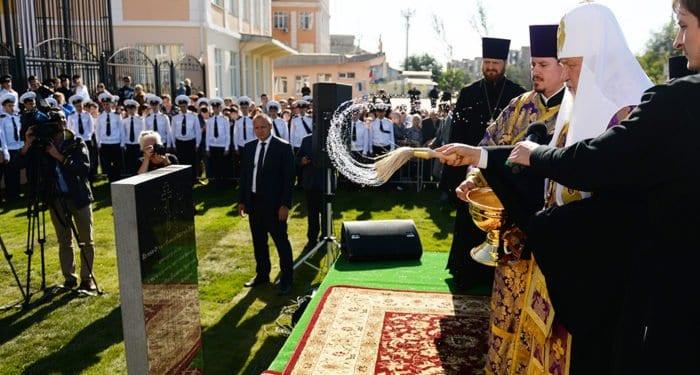 Патриарх Кирилл заложил храм в Каспийском институте Астрахани
