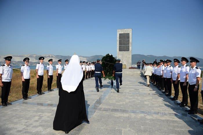 Патриарх Кирилл почтил память героев, освобождавших Новороссийск