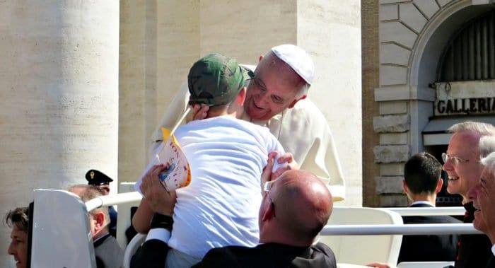 Свои именины Папа Франциск отметит в кругу бедняков и бездомных