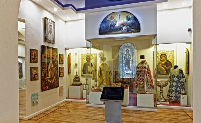 Мобильный видеогид на жестовом языке по православной выставке представили в Петербурге